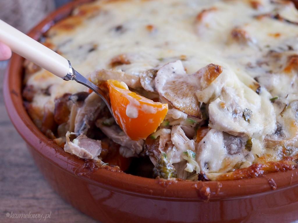 Zapiekanka z kurczakiem, cukinią i kurkami / Chicken, zucchini and chanterelles casserole
