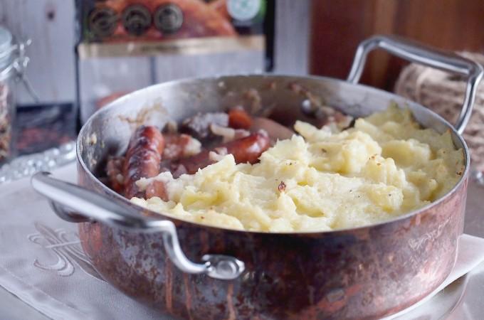 Kiełbasa zapiekana z warzywami i puree ziemniaczanym / Sausage, vegetable and mash bake