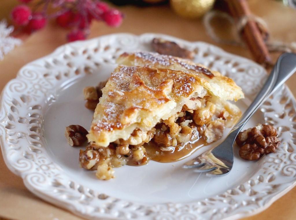 Tarta nadziewana orzechami w karmelu / Caramel and nut tart