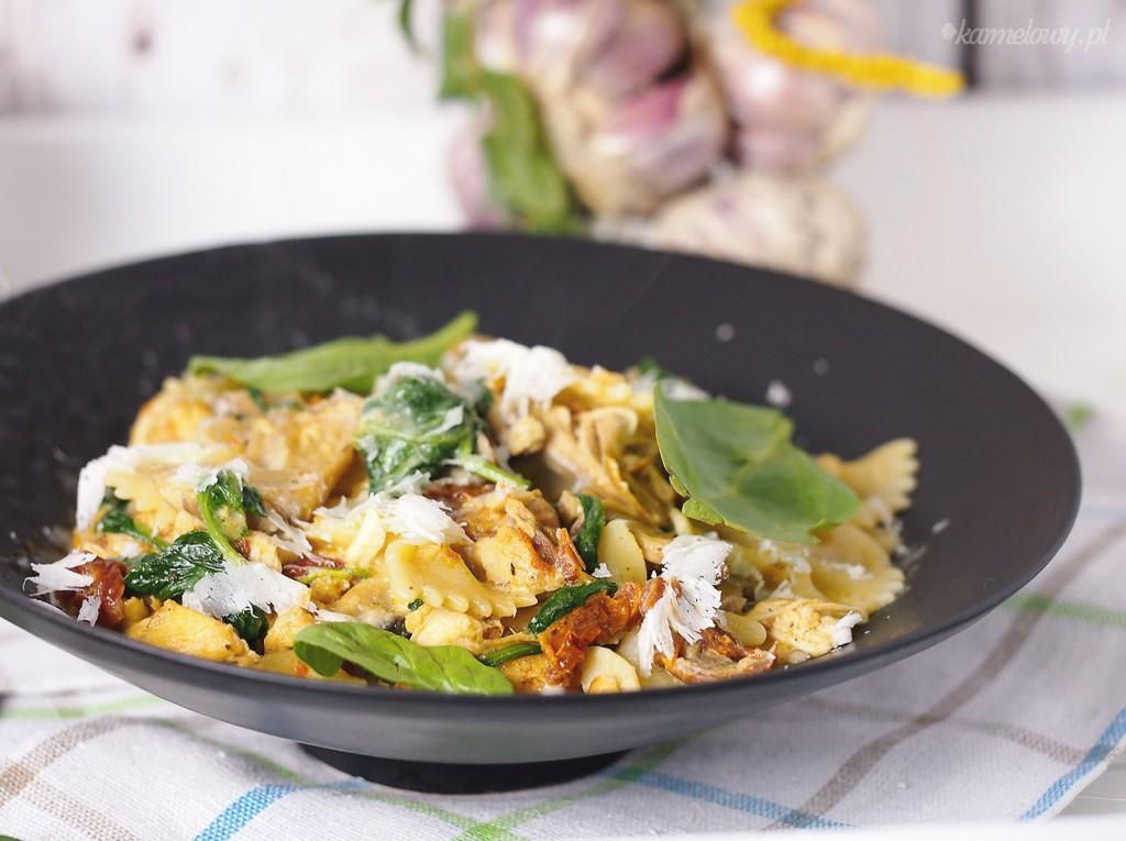 Makaron z kurczakiem i suszonymi pomidorami / Sun dried tomato and chicken pasta