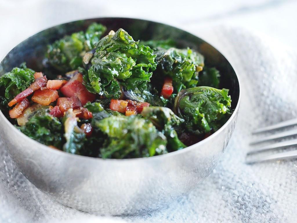 Jarmuż z boczkiem i czosnkiem / Bacon and garlic kale