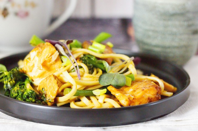Makaron z łososiem i brokułami / Salmon noodles with broccolini