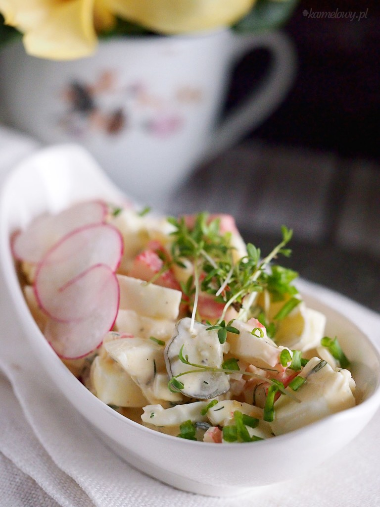 Sałatka jajeczna z paluszkami krabowymi / Egg salad with crab sticks