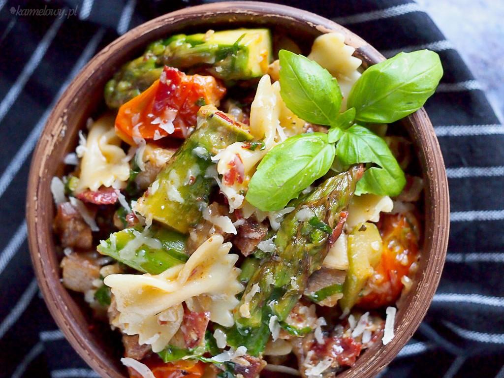 Makaron z karkówką, szparagami i grzybami / Pork sparagus and mushroom pasta