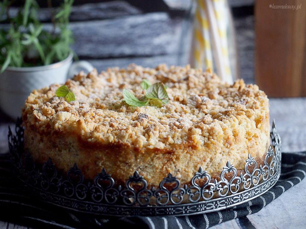 Sernik z pieczonym rabarbarem i kruszonką / Rhubarb and ginger crumble cheesecake