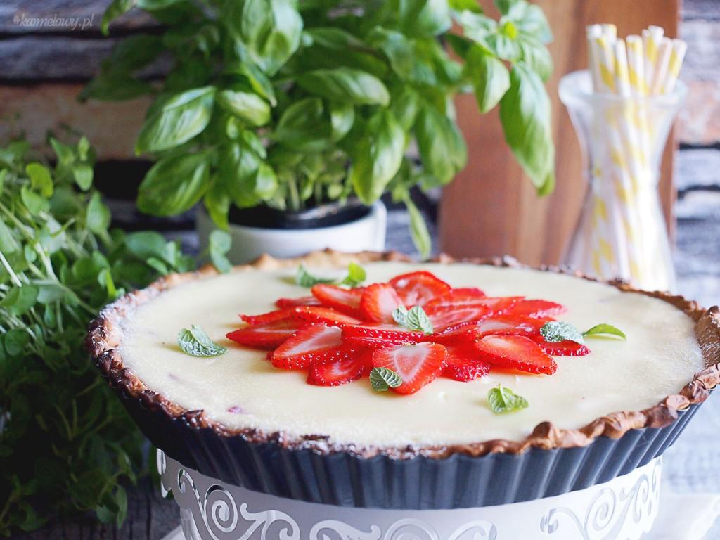 Tarta serowa z truskawkami i rabarbarem