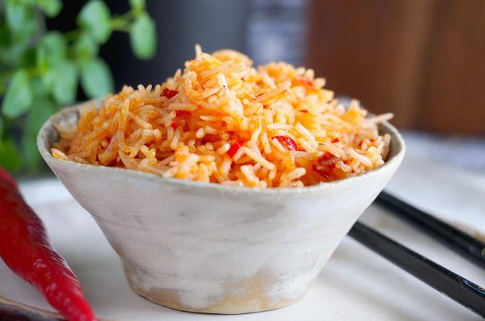 Pikantny ryż z papryczkami chilli / Spicy rice with chilli