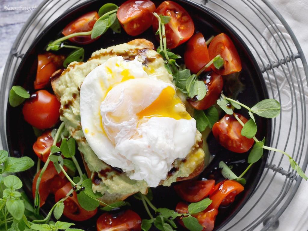 Tosty z awokado i jajkiem w koszulce / Avocado toast witch poached egg