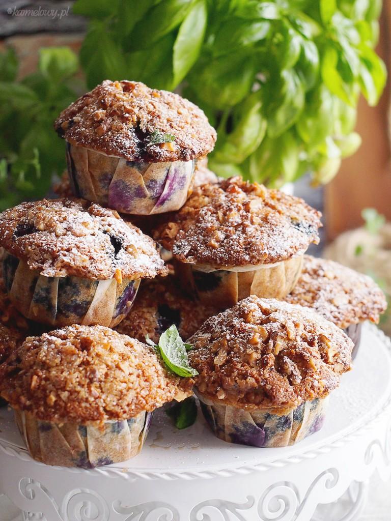 Muffiny jagodowe z kruszonką orzechową / Blueberry muffins with walnut streuse