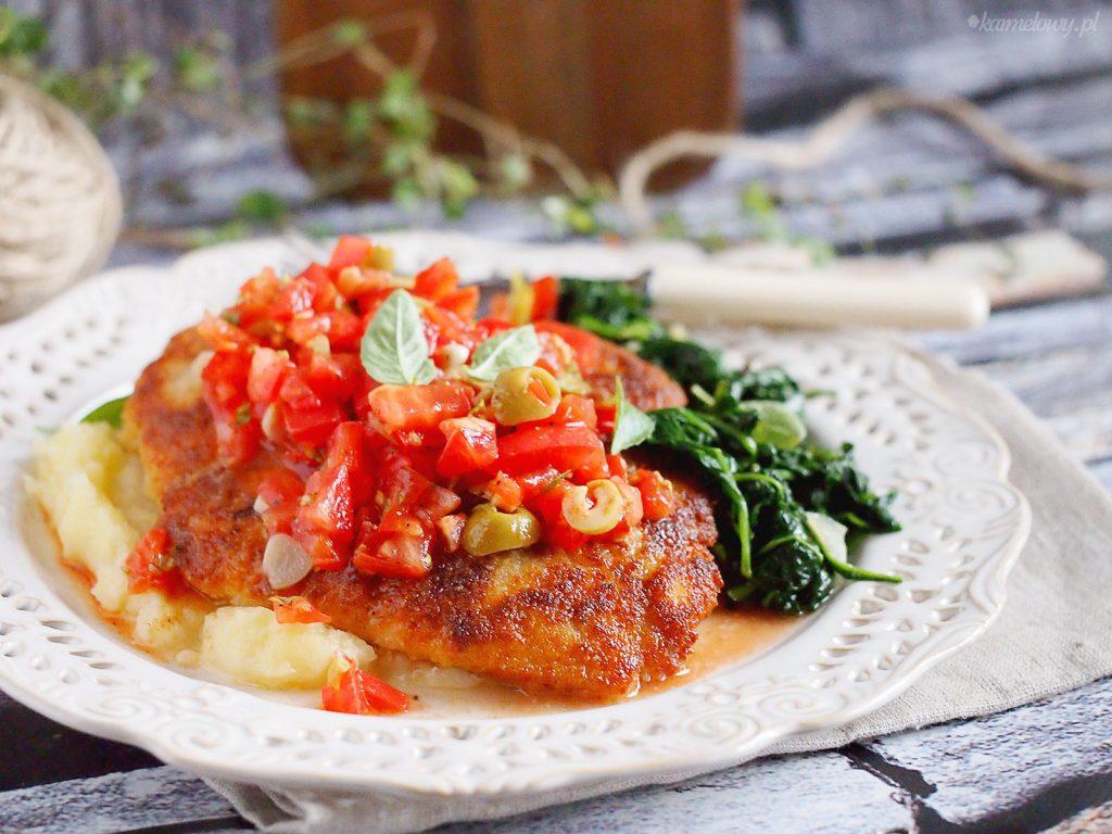 Panierowana pierś z kurczaka z salsą pomidorową / Chicken in Breadcrumbs With Tomato Salsa