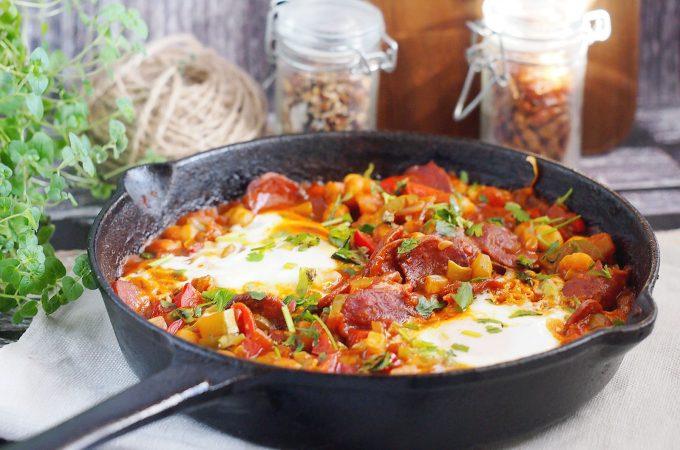 Szakszuka z chorizo, cukinią i ciecierzycą / Chickpea, zucchini and chorizo shakshuka