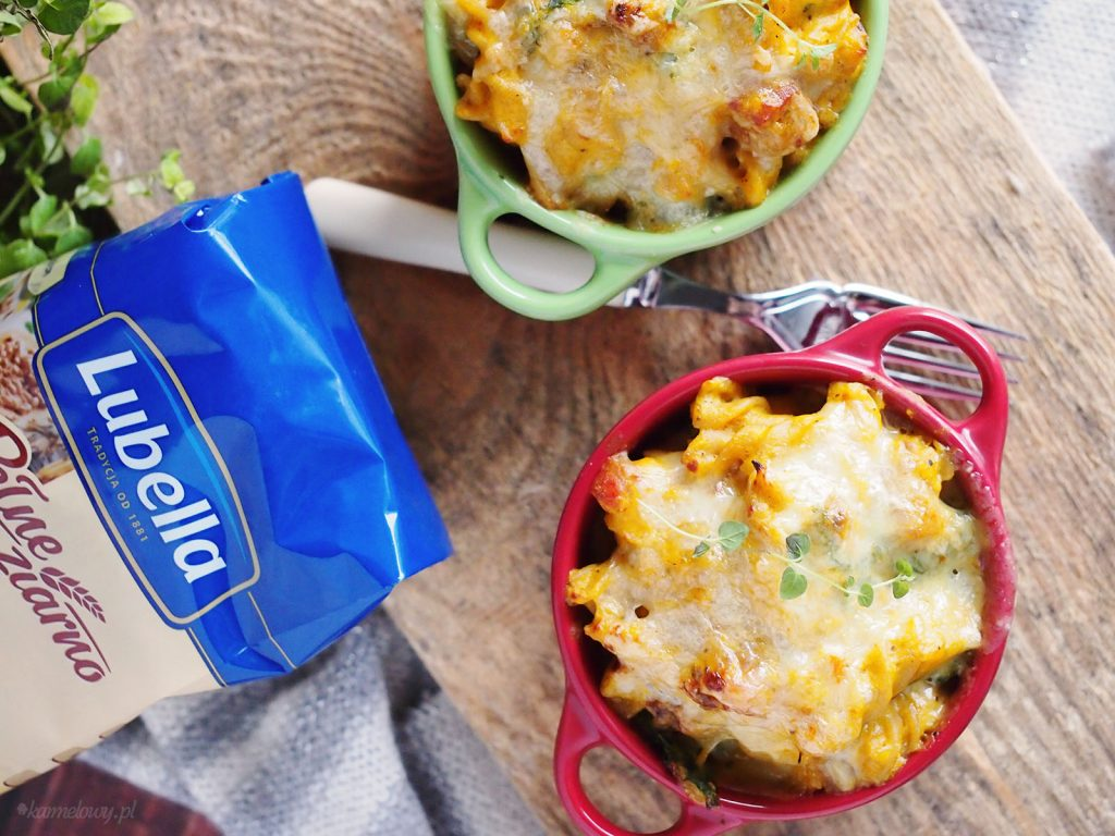 Makaron w sosie dyniowym ze szpinakiem i boczkiem / Cheesy pumpkin, spinach and bacon pasta
