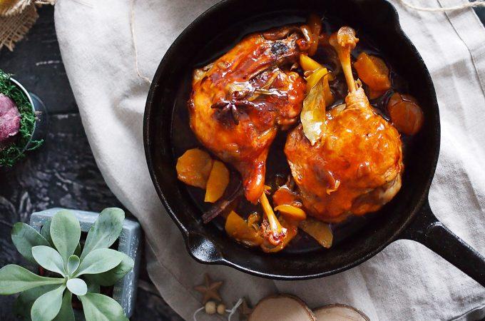 Udka kaczki duszone w soku jabłkowym / Spiced braised duck legs