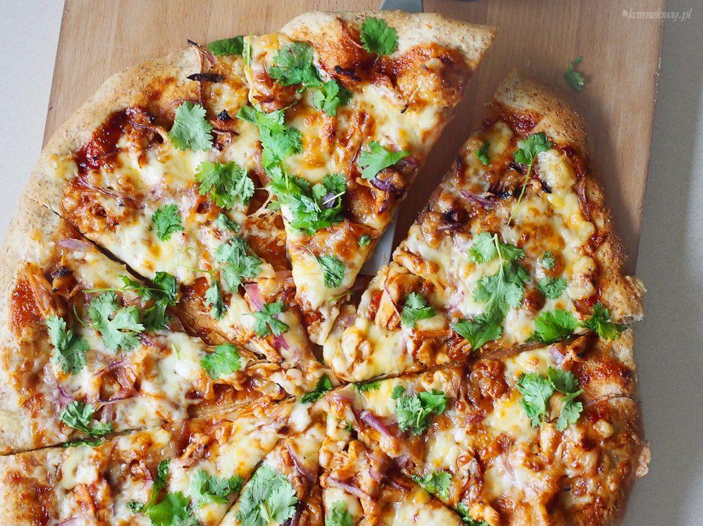 pizza z kurczakiem bbq i serem