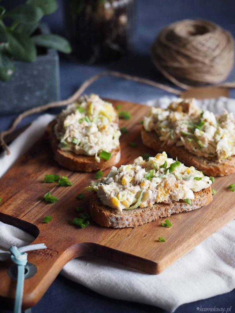 Sałatka-jajeczna-z-makrelą-i-porem-Smoked-mackerel-and-leek-egg-salad
