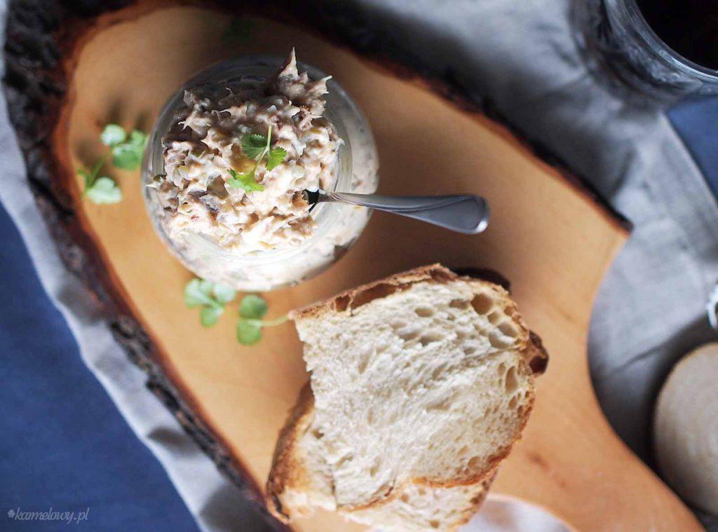 Pasta z makreli z suszonymi pomidorami / Smoked mackerel and sun-dried tomato pate