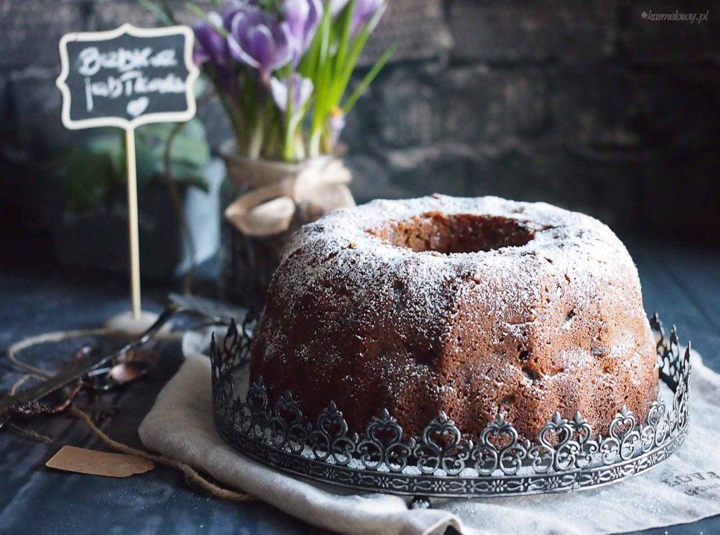 Babka-z-jablkami-i-orzechami-Apple-walnut-bundt-cake
