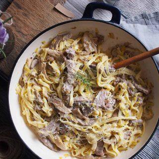 Tagliatelle-z-wolowina-porami-i-boczniakami-Beef-leek-and-oyster-mushrooms-tagliatelle