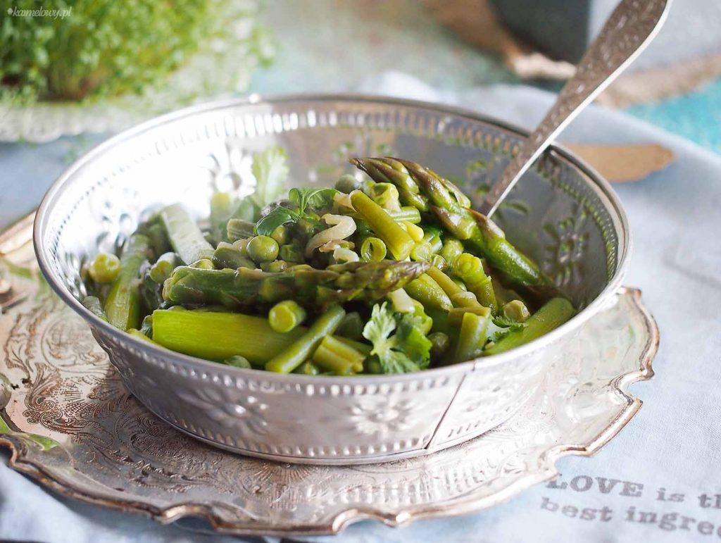 Zielone-warzywa-duszone-w-sosie-maslanym-Butter-braised-green-vegetables