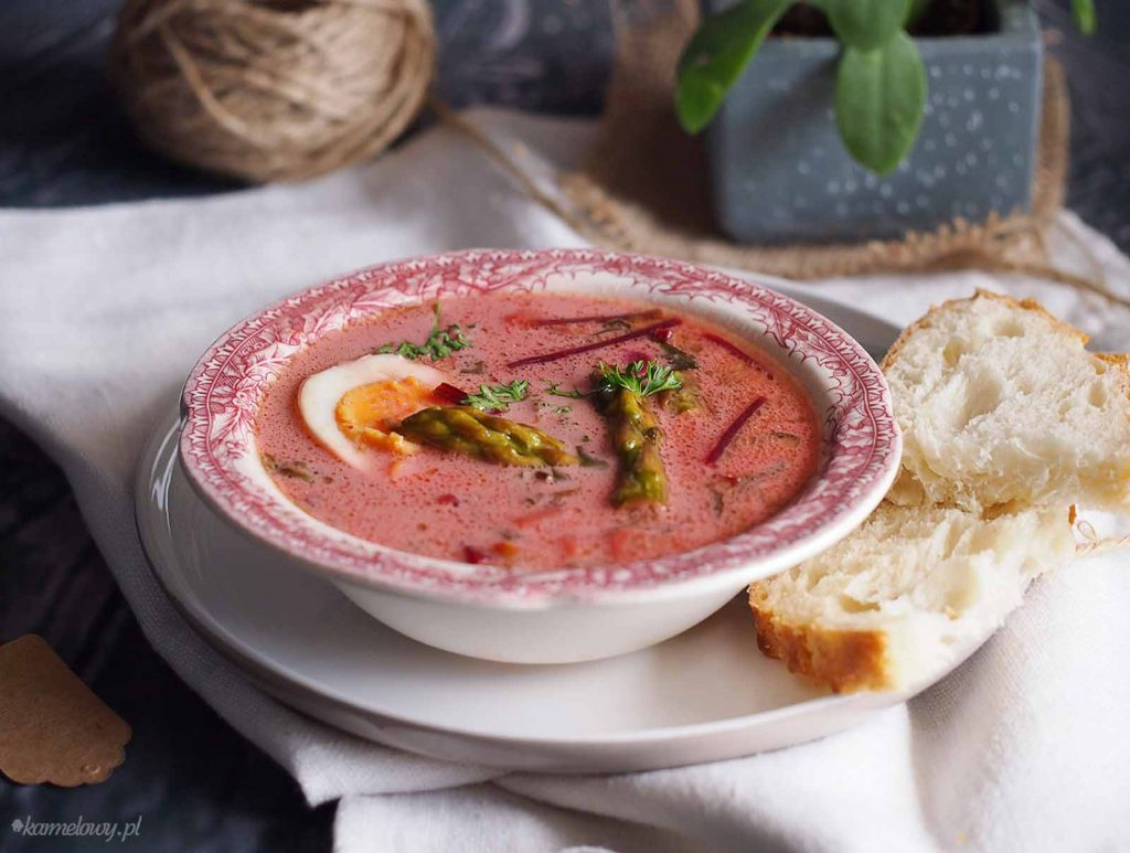 Botwinka-ze -zparagami-Young-beet-soup-with-asparagus