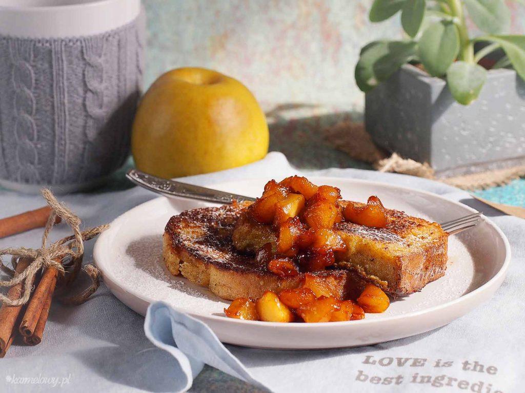 Cynamonowy-chleb-w-jajku-z-karmelizowanym-jablkiem-Cinnamon-eggy-bread-with-caramelised-apple