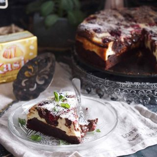 Najlepsze-sernikobrownie-z-malinami-Cheesecake-brownie-with-raspberries
