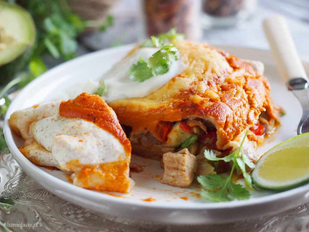 Pikantne-enchilady-z-kurczakiem-i-awokado-Spicy-enchiladas-with-chicken-and-avocado