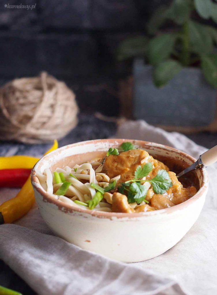 Tajski-makaron z-kurczakiem-i-maslem-orzechowym-Thai-peanut-butter-pasta-with-chicken