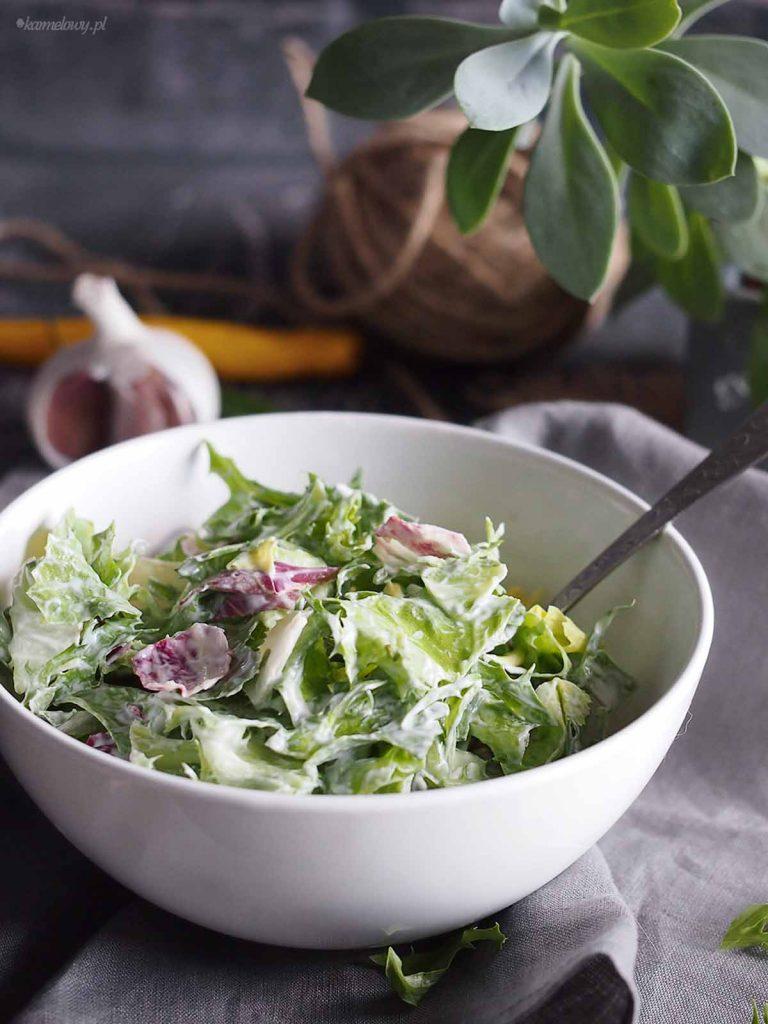 Szybka-salata-z-dressingiem-smietanowym-Simple-salad-with-creamy-dressing