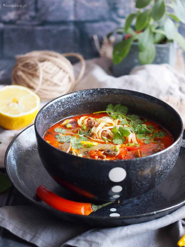 Ekspresowa-tajska-zupa-z-mięsem-i-makaronem-Easy-Thai-noodle-and-ground-meat-soup