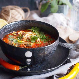 Ekspresowa-tajska-zupa-z-mięsem-i-makaronem-Easy-Thai-noodle-and-ground-meat-soup