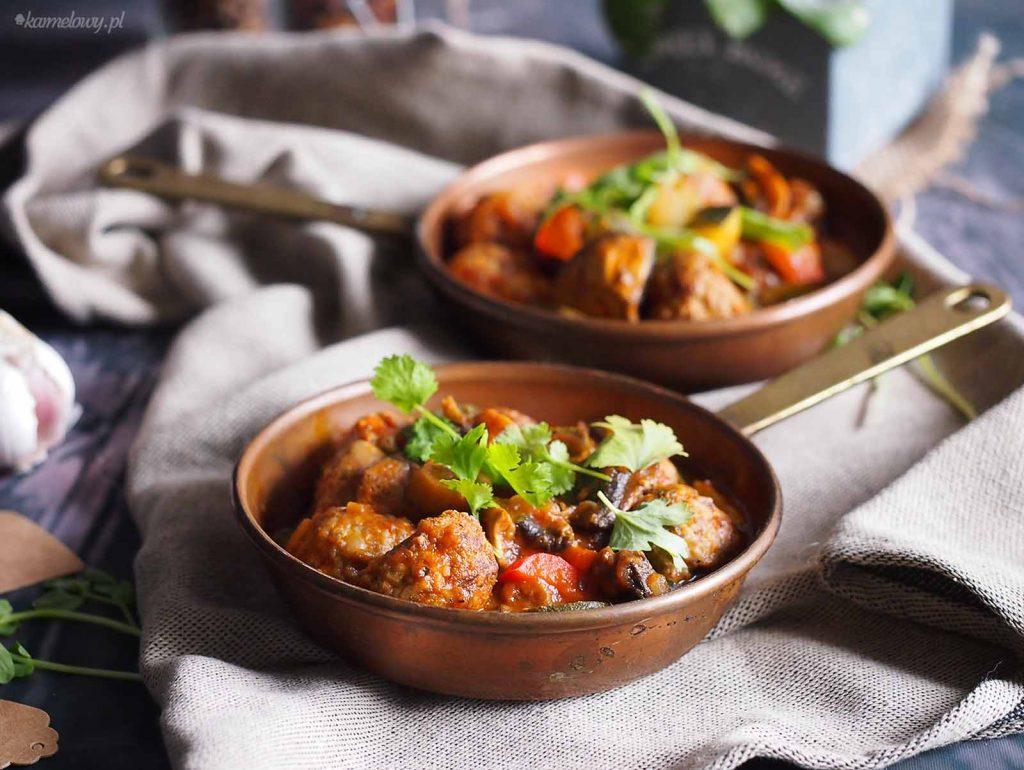 Klopsiki-hiszpanskie-na-potrawce-z-cukinia-Spanish-meatballs-with-zucchini-stew