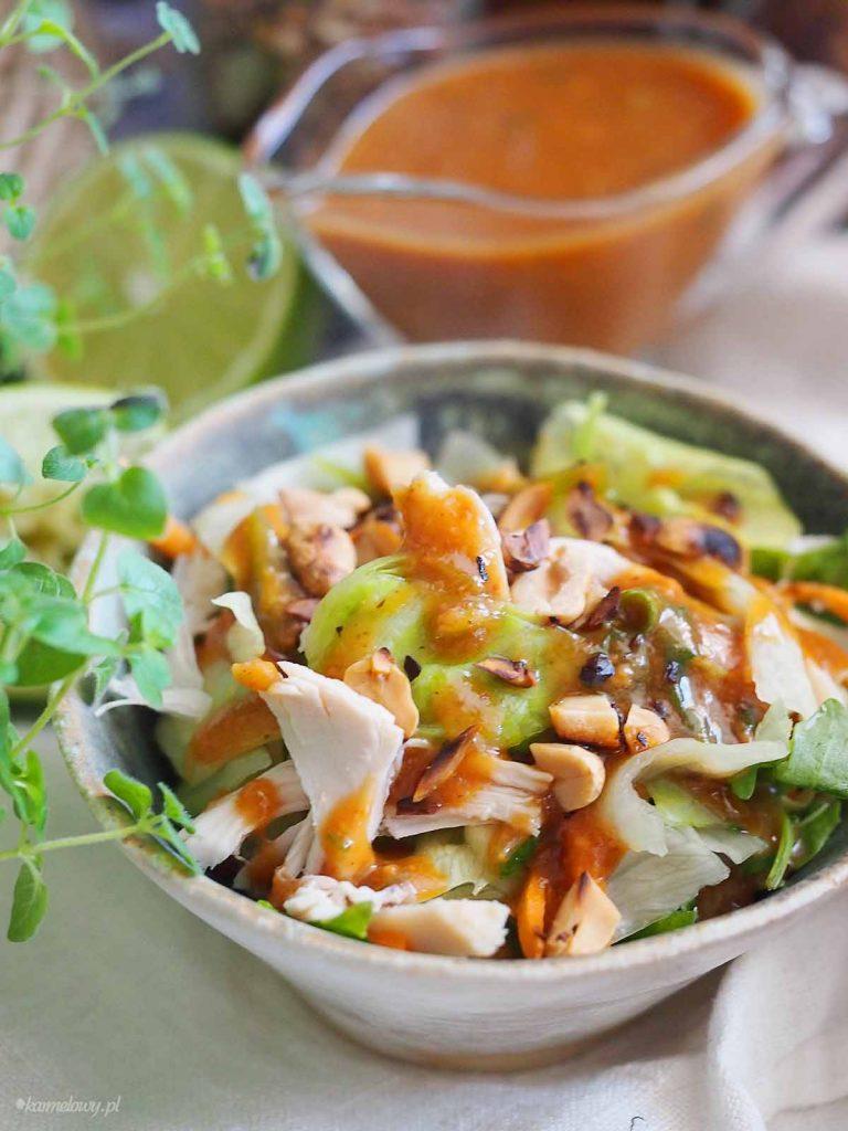 Salatka-tajska-z-dresingiem-orzechowym-Thai-salad-with-peanut-dressing