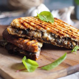 Tosty-z-grzybami-i-serem-Mushroom-grilled-cheese