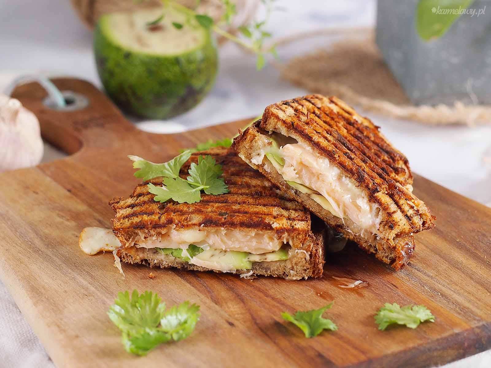 Tosty-z-lososiem-awokado-i-mozzarella-Salmon-avocado-and-mozzarella-toast