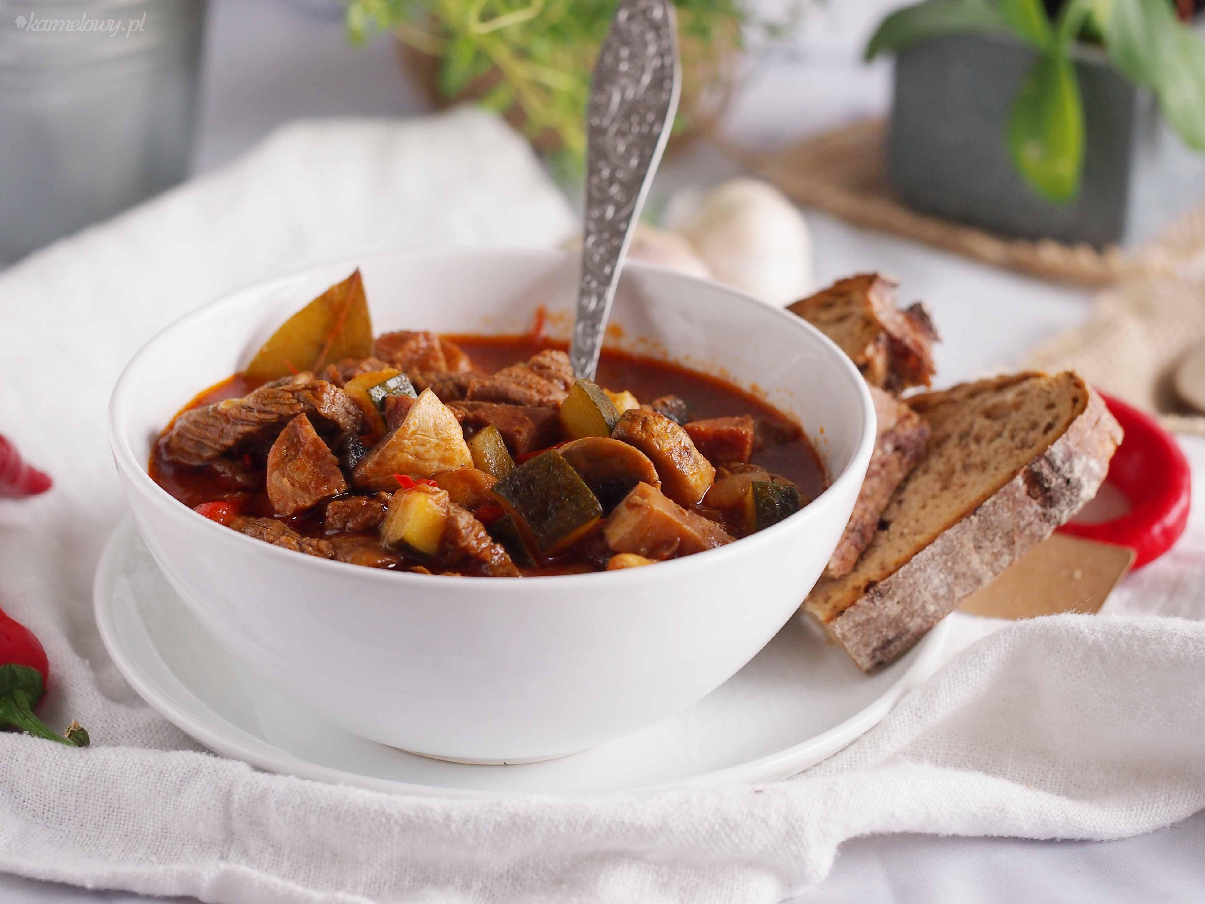 Leczo-z-cukinia-chorizo-i-wolowina-Beef-chorizo-and-zucchini-stew