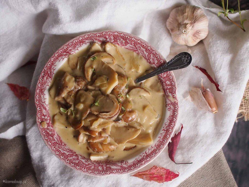 Sos-grzybowy-z-pieczonym-czosnkiem-Roasted-garlic-mushroom-sauce