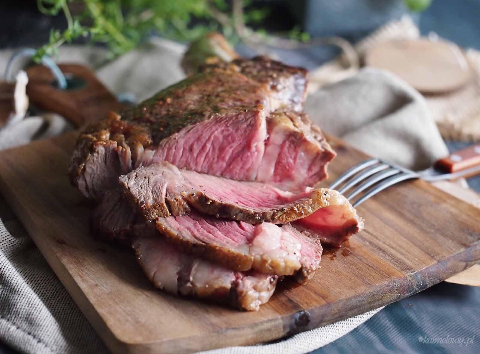 Stek-z-sosem-grzybowym-Steak-with-mushroom-sauce
