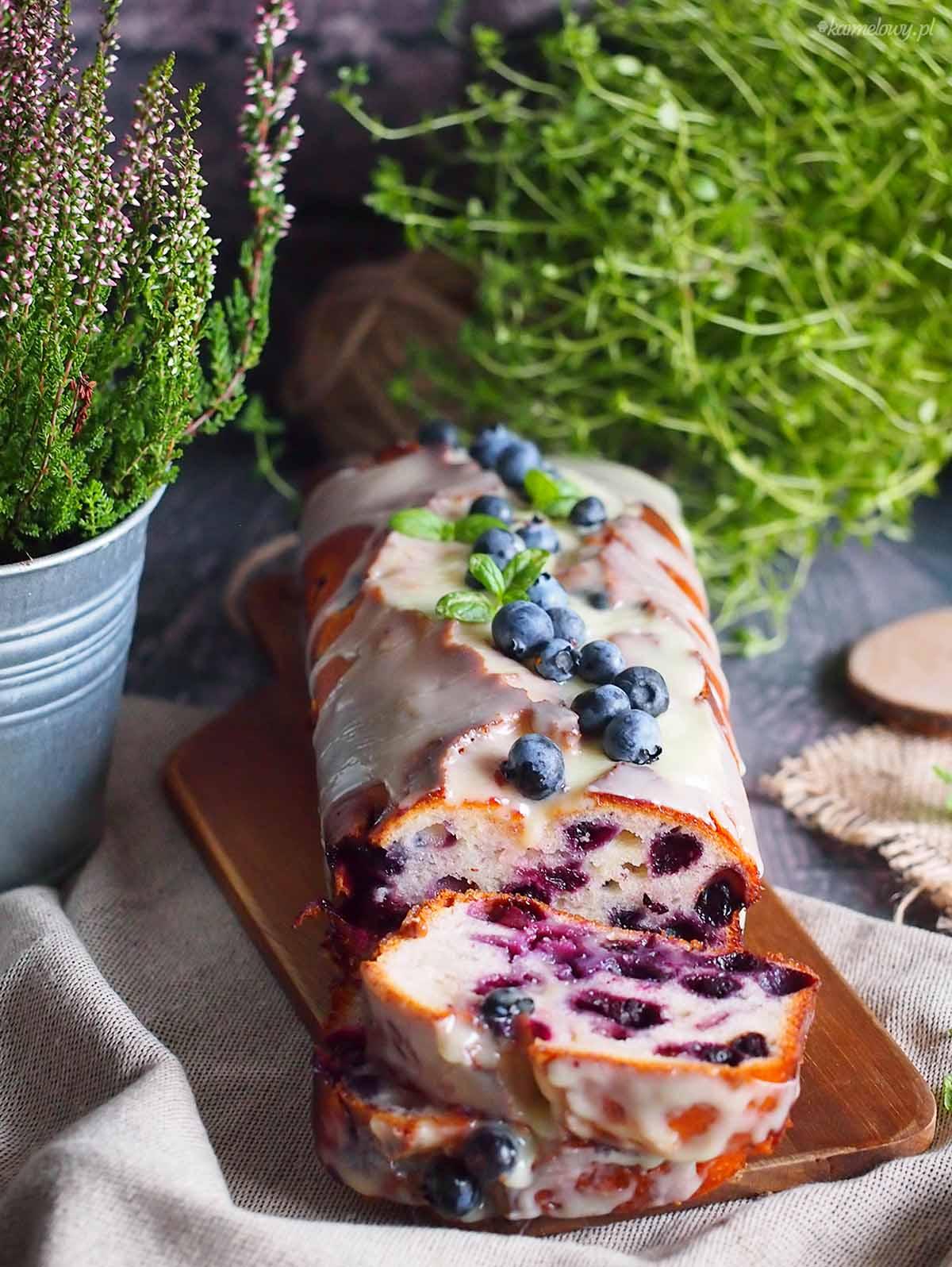 Cytrynowe-ciasto-jogurtowe-z-jagodami-Lemon-blueberry-yogurt-cake