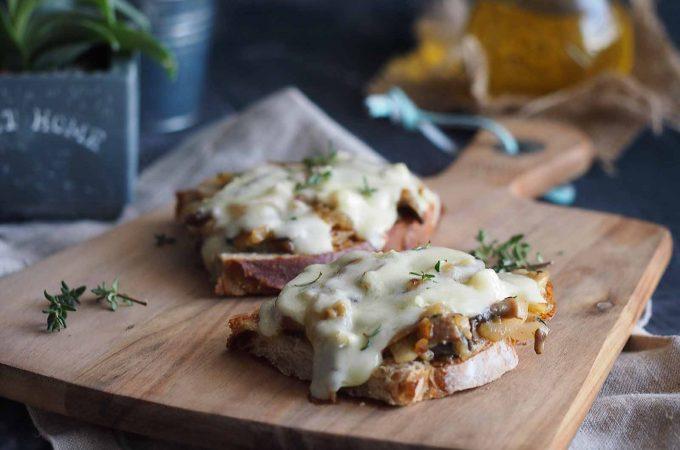 Kanapki-zapiekane-z-grzybami-i-serem-Baked-mushroom-and-cheese-sandwich
