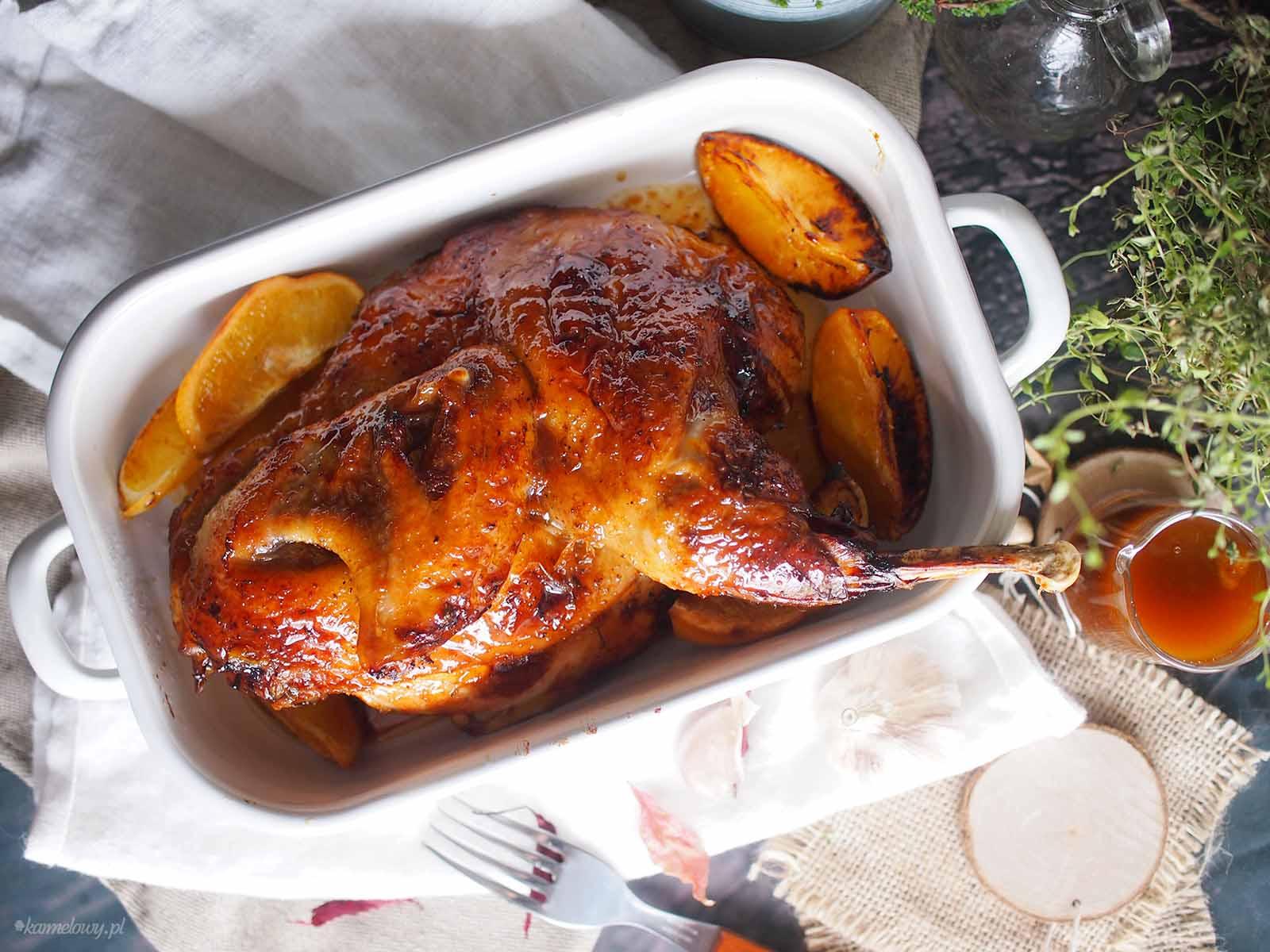 Pieczona-perliczka-w-pomaranczach-i-glazurze-miodowej-Honey-glazed-roasted-guinea-fowl-with-orange