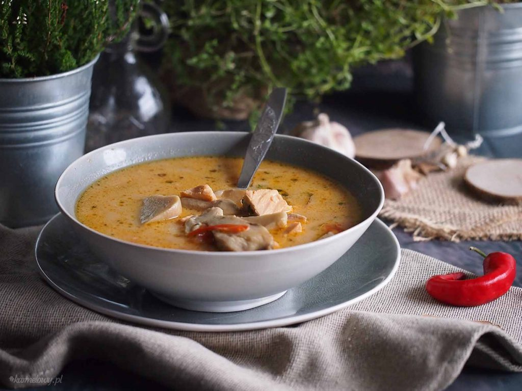 Pikantna-zupa-grzybowa-z-lososiem-Spicy-mushroom-soup-with-salmon