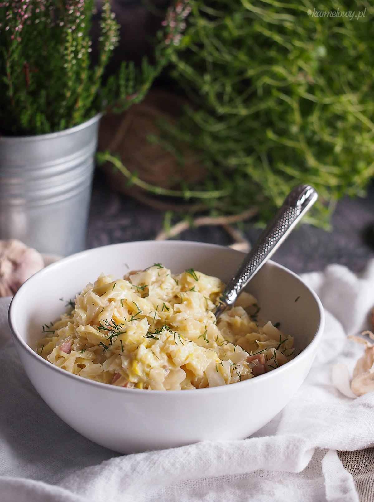 Smietankowa-kapusta-z-boczkiem-Creamy-cabbage-with-bacon