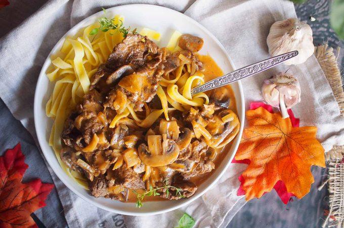 Strogonow z wołowiną i grzybami / Beef and mushroom stroganoff