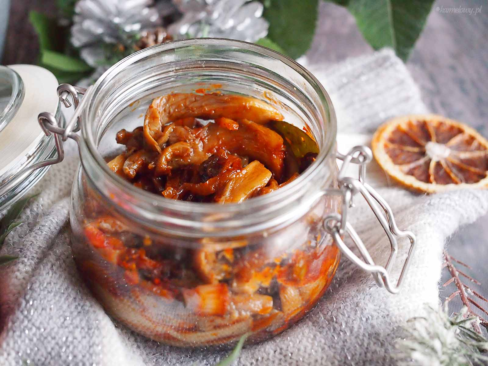 Boczniaki-po-kaszubsku-Tomato-oyster-mushrooms-with-raisins