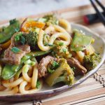 Szybki-stir-fry-z-makaronem-udon-wolowina-i-warzywami-Stir-fry-with-udon-noodles-beef-and-vegetables