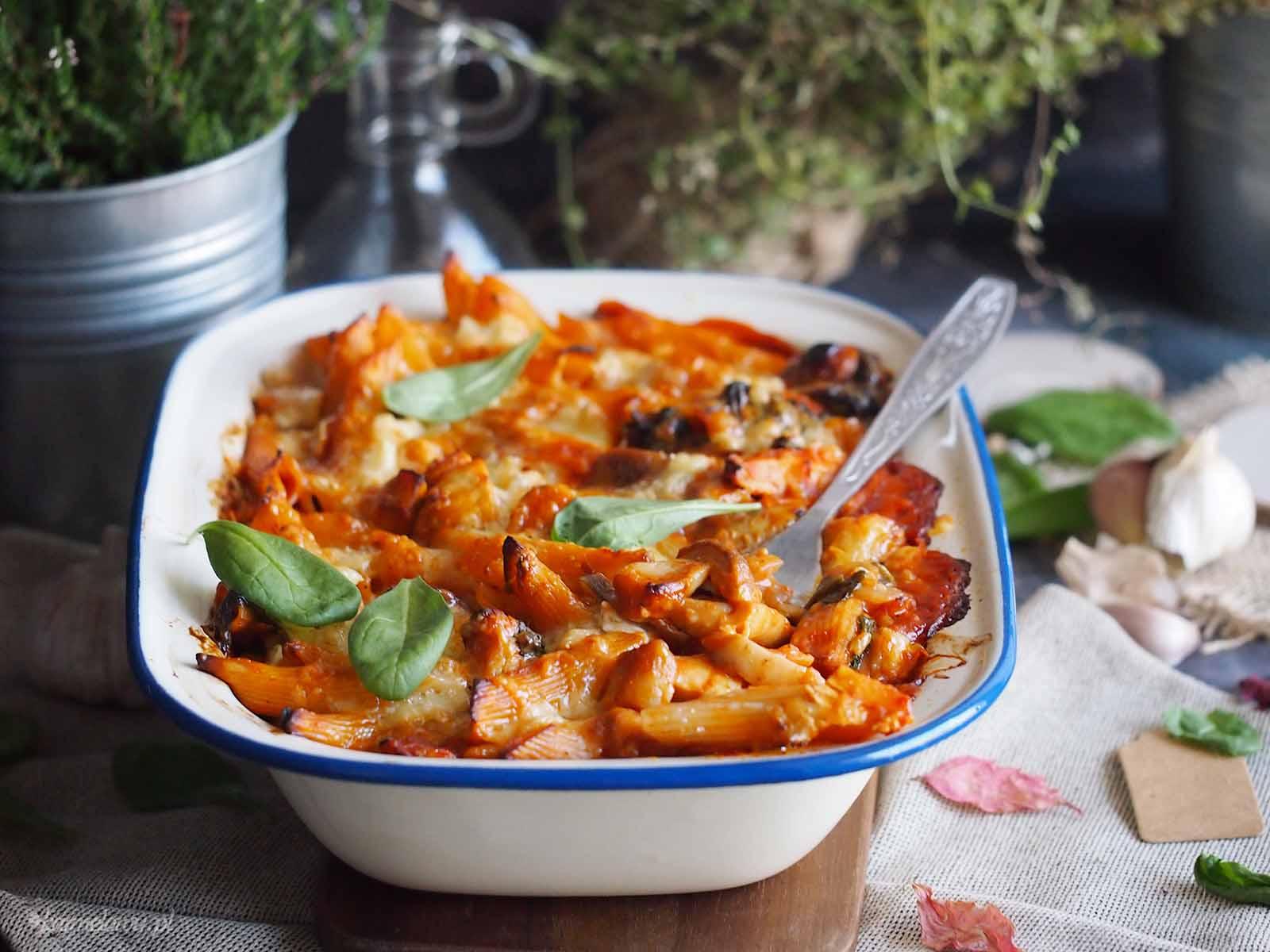 Zapiekanka-makaronowa-z-kurczakiem-i-grzybami-Chicken-and-mushroom-pasta-bake