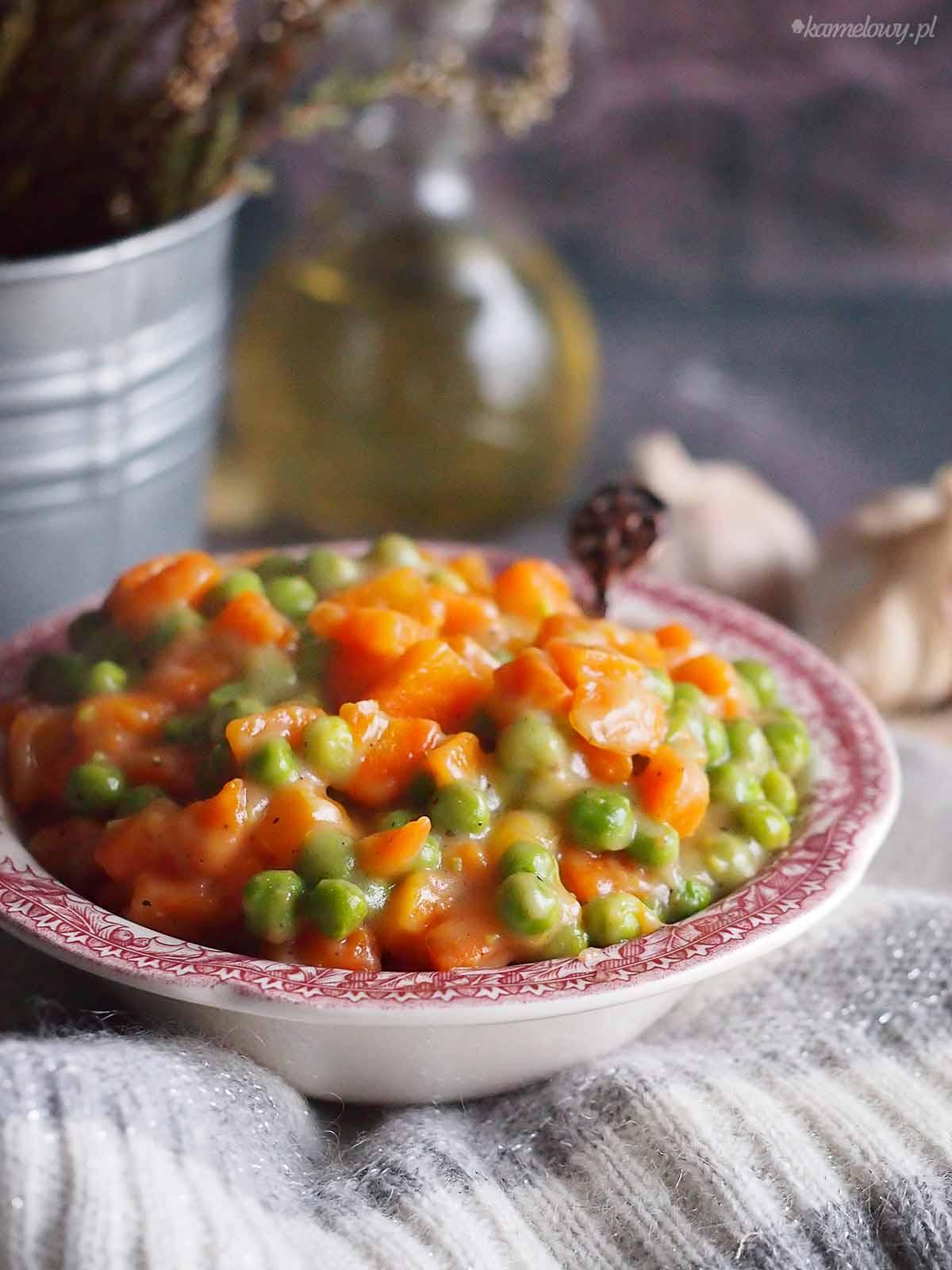 Zasmazana-marchewka-z-groszkiem-Carrots-with-peas
