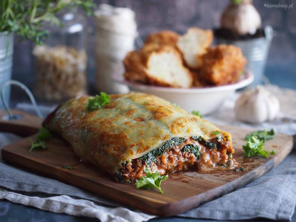 Rolada-ziemniaczana-z-miesem-serem-i-szpinakiem-Cheesy-potato-roll-with-meat-and-spinach