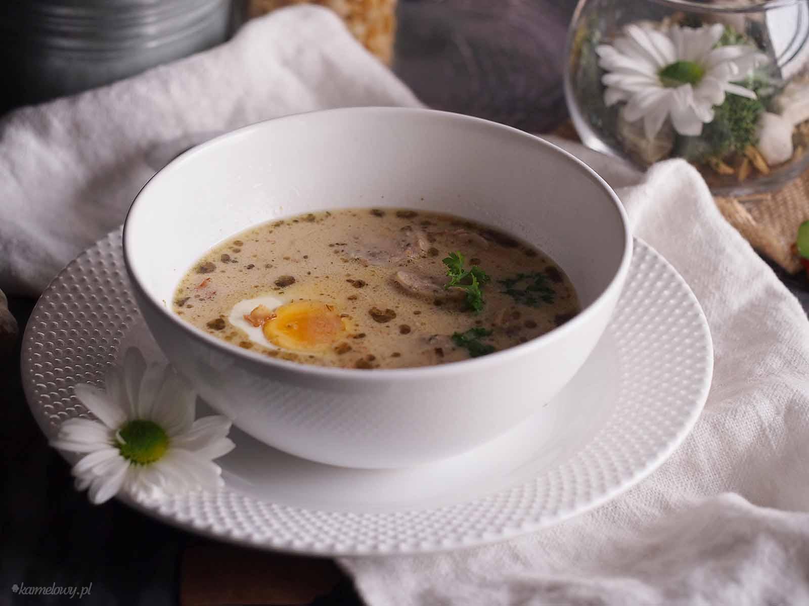 zurek-z-biala-kielbasa-i-grzybami-Sour-rye-soup-with-sausage-and-mushrooms